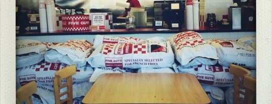 Five Guys is one of Lieux qui ont plu à Mike.