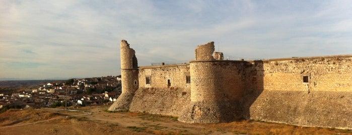 Castillo de Chinchón is one of สถานที่ที่ Miguel ถูกใจ.