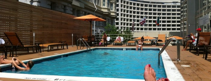 Courtyard by Marriott Washington, DC/Dupont Circle is one of สถานที่ที่ Karen ถูกใจ.