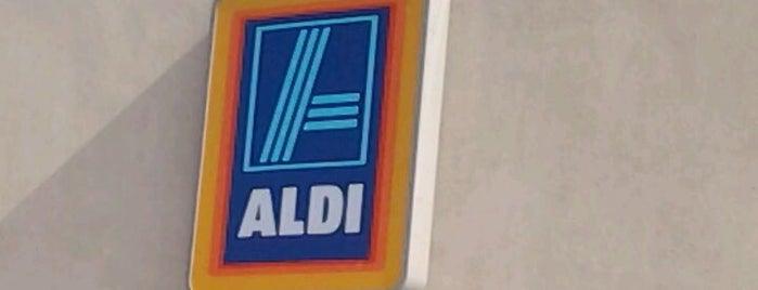 ALDI is one of Locais curtidos por Matt.