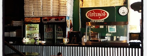 Zini's Pizzeria is one of Locais curtidos por Rachel.