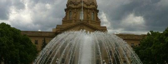 Alberta Legislature is one of Edmonton / Canadá.