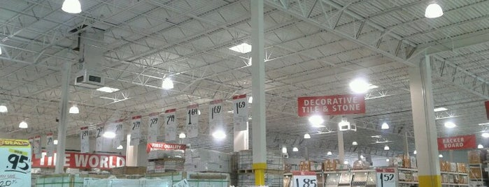 Floor & Decor is one of Tempat yang Disukai Carl.
