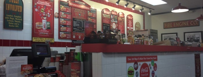 Firehouse Subs is one of Orte, die Annette gefallen.