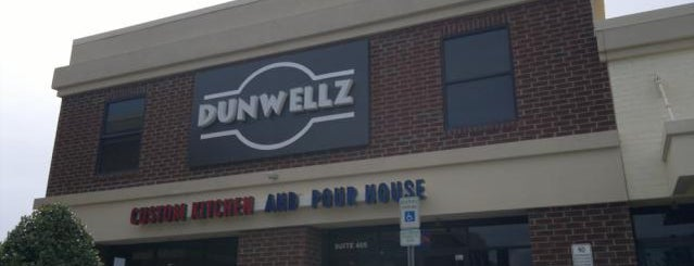 Dunwellz Custom Kitchen & Pour House is one of Locais curtidos por Julie.