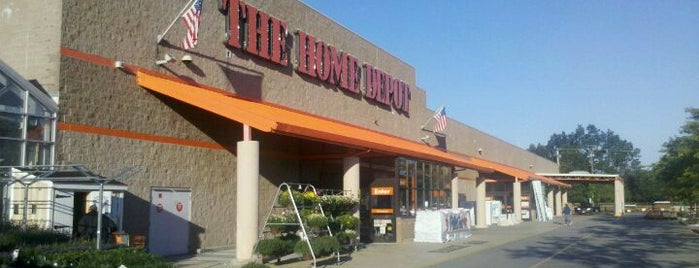 The Home Depot is one of Lugares favoritos de Mike.