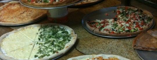 Frank's Pizza is one of Locais salvos de Sandra.