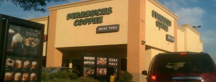 Starbucks is one of Locais curtidos por Armando.