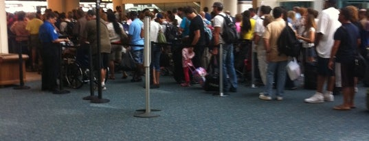 TSA Security Checkpoint is one of Lindsaye'nin Beğendiği Mekanlar.