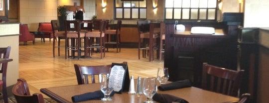 Regatta Bar & Grille is one of Lieux qui ont plu à John.