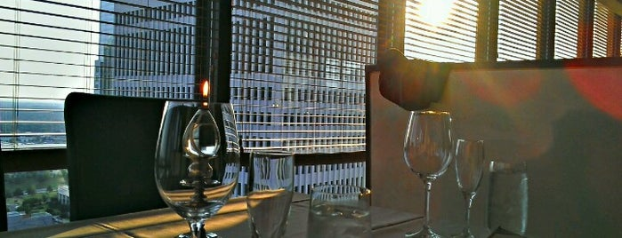 Bentley's Restaurant on 27 is one of Lieux sauvegardés par Christopher.