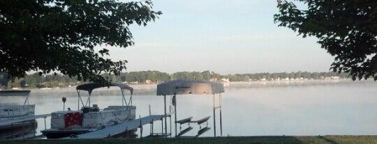 Long Lake is one of Lugares favoritos de Sarah.