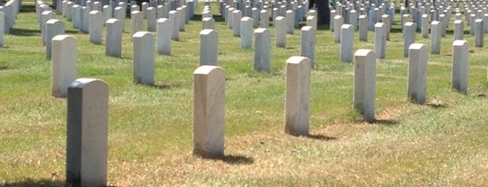 Fort Snelling National Cemetery is one of All The Places I Can Think of That I've been.