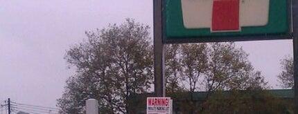 7-Eleven is one of Orte, die Sandy gefallen.