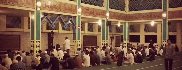 Masjid Raya Pondok Indah is one of Lugares guardados de Lia.