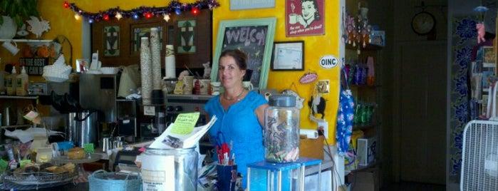 Flying Pig Coffee House is one of Orte, die Afi gefallen.