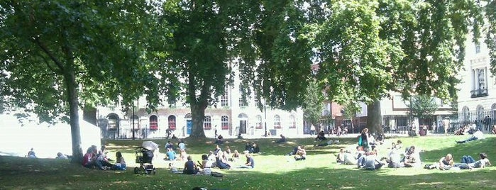 Fitzroy Square is one of London.
