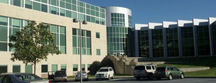 PinnacleHealth Fredricksen Outpatient Center is one of Locais curtidos por Richard.
