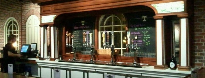 Tomlinson Tap Room is one of Locais curtidos por Jerry.