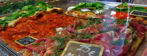 Pizzarium Bonci is one of World Gourmet Guide.