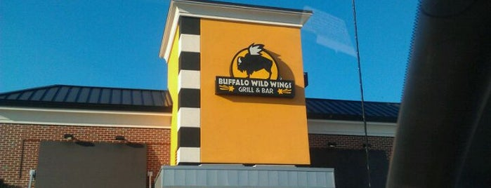 Buffalo Wild Wings is one of Orte, die Stacey gefallen.