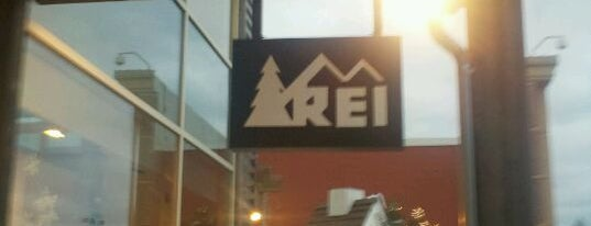 REI is one of Lieux qui ont plu à icelle.