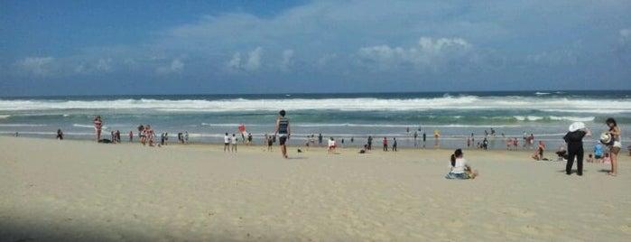 Kurrawa Beach is one of João'nun Beğendiği Mekanlar.