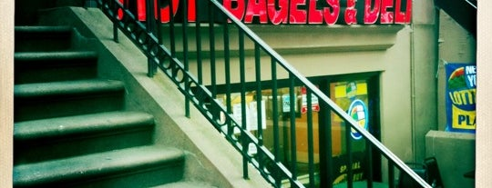 Montague Street Bagels is one of Tempat yang Disukai Jason.