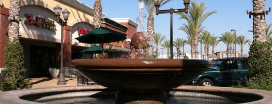 Downey Landing Shopping Center is one of So'Caliさんのお気に入りスポット.