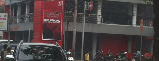 KFC is one of Tempat yang Disukai donnell.