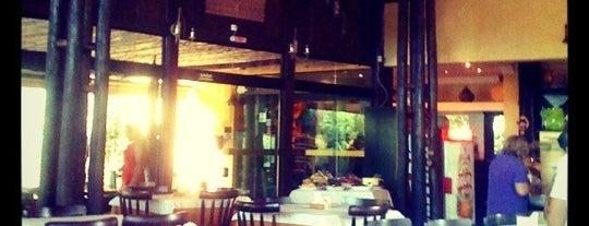 A Palhoça is one of Restaurantes, Bares e Coffee Shops favoritos.