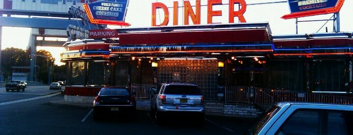 Arlington Diner is one of Lugares guardados de Lizzie.