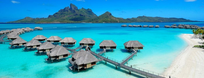 Four Seasons Resort Bora Bora is one of Dallas'ın Kaydettiği Mekanlar.