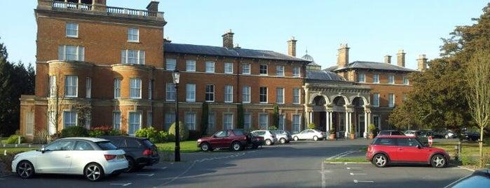 Oatlands Park Hotel is one of Lugares favoritos de Mercy.