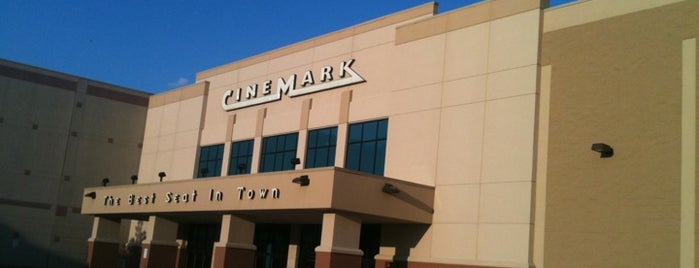 Cinemark is one of Lieux qui ont plu à Naveen.