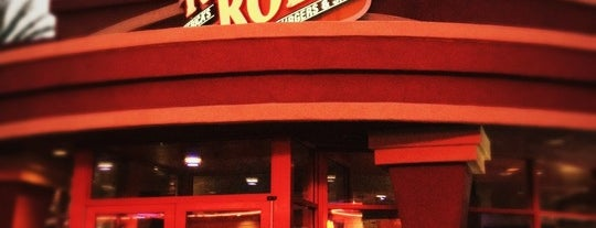 Red Robin Gourmet Burgers and Brews is one of Lieux sauvegardés par tricia.