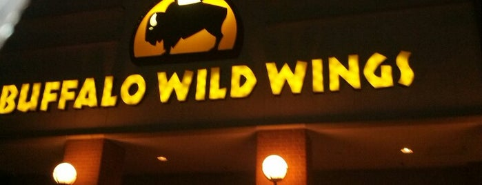 Buffalo Wild Wings is one of Tempat yang Disukai Guillermo.