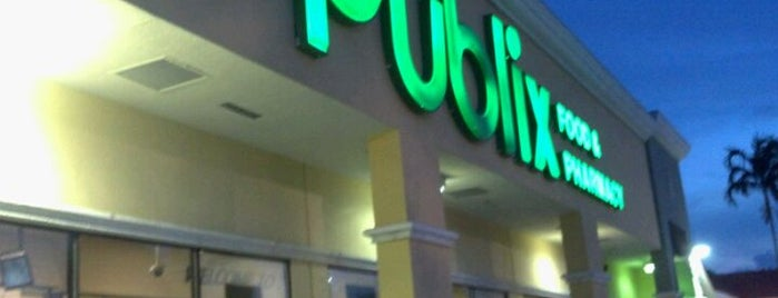 Publix is one of Locais curtidos por Raul.
