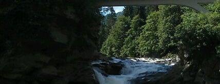 Водоспад Пробій / Probiy Waterfall is one of Lugares favoritos de Ника.