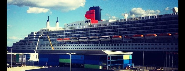Queen Mary 2 is one of Places 2 Be ! by. RayJay.