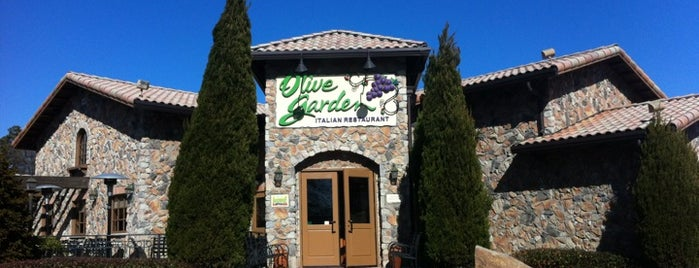 Olive Garden is one of Locais curtidos por Kawika.