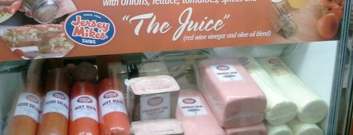 Jersey Mike's Subs is one of Locais curtidos por Theo.