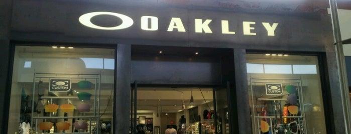 Oakley Store is one of Tempat yang Disukai Craig.