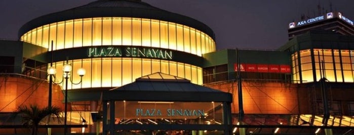 Plaza Senayan is one of Lugares favoritos de Erin.