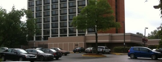 Holiday Inn Raleigh (Crabtree Valley Mall) is one of สถานที่ที่ Gavin ถูกใจ.