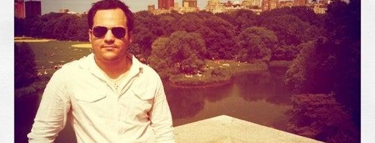 Michael Gonzalez is one of Mike: сохраненные места.