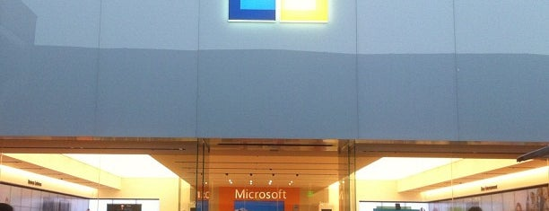 Microsoft Store is one of Lugares favoritos de Alberto J S.
