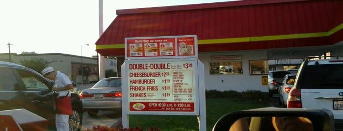 In-N-Out Burger is one of Orte, die Enrique gefallen.