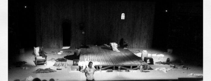 Teatrul Bvlandra Sala Toma Caragiu is one of Posti che sono piaciuti a Matei.
