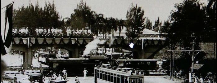Viaduct Tugu Pahlawan is one of Characteristic of Surabaya.
